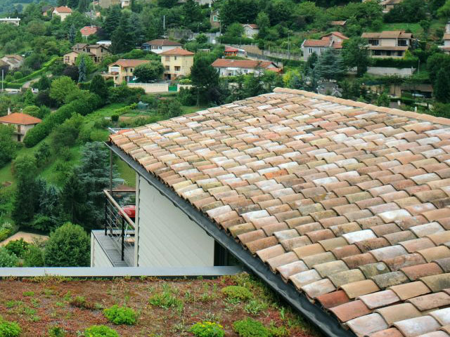 Two-panel roof covered with tiles