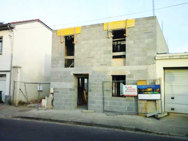 Construction of walls - street side
