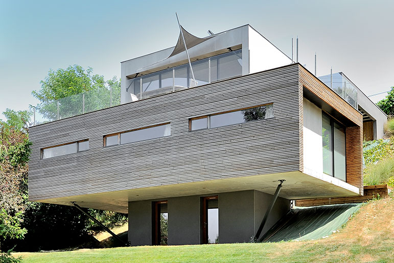 House in two blocks, concrete and wood