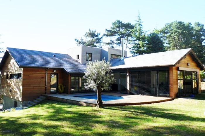 Wood and masonry composed house